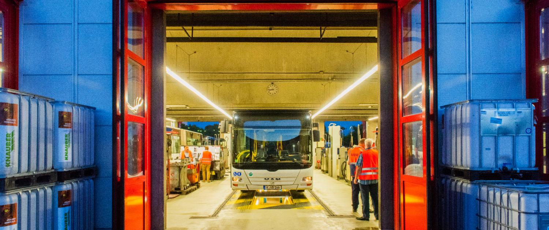 Bus in Waschstraße